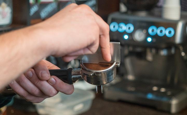 Barista-makes-espresso