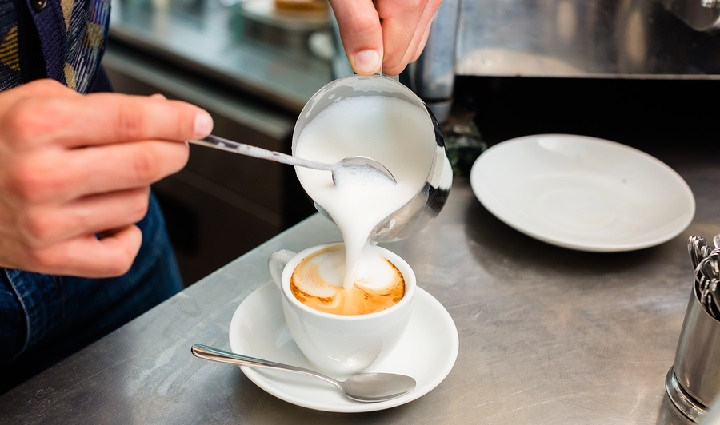 Guide-to-Make-a-Cappuccino-or-Latte